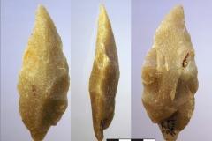 Рис. 21. Стоянка Непряхино, раскоп 2016 года. Горизонт К-IIIВ, бифасик остроконечный