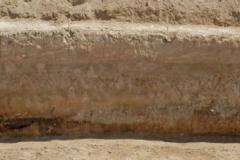 Рис. 15. Раскоп Алгай 1. Стратиграфия по линии А-Б. Вид с северо-запада