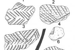 Рис. 4. Рассказань VII. Прочерченная керамика и каменное орудие (2)